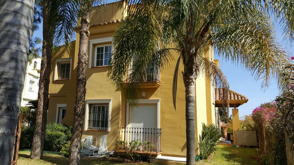 Detached Villa in Marbella R2703749