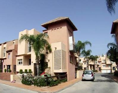Townhouse in Marbella R3229639