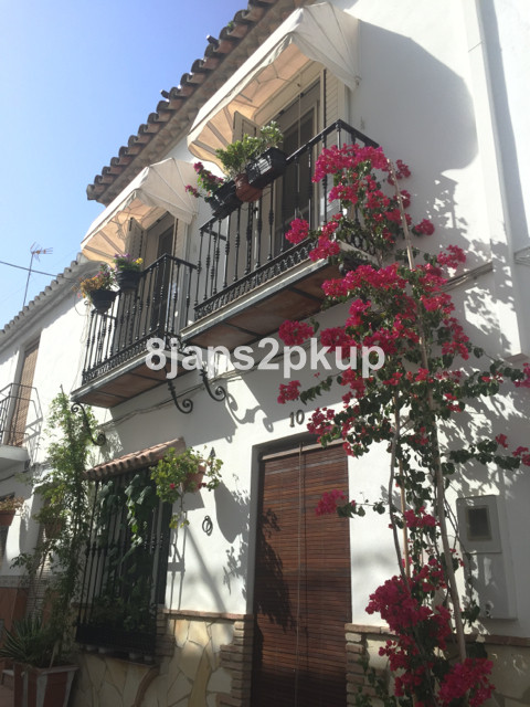 Townhouse in Estepona R2751461