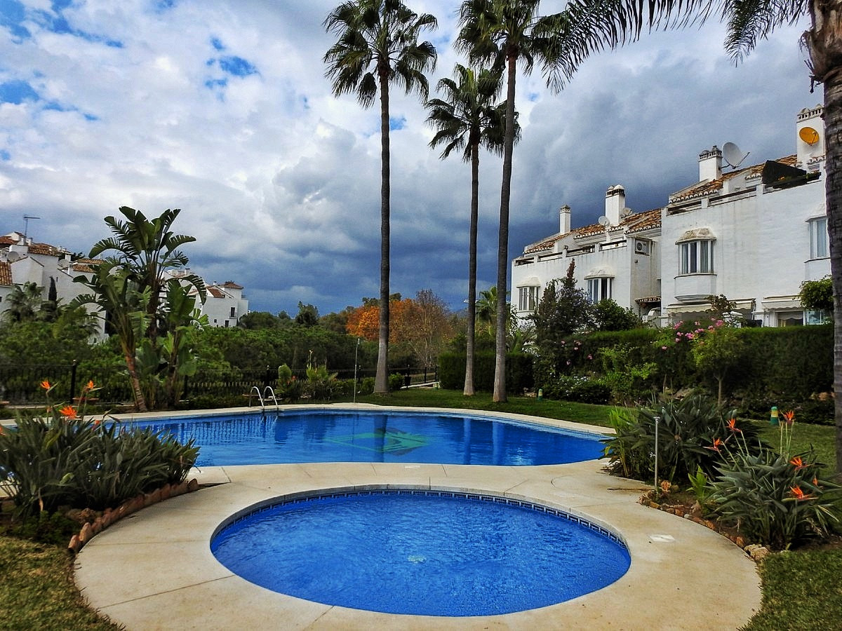 Townhouse in Marbella R3303136