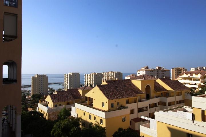 Middle Floor Apartment in Estepona R3249154