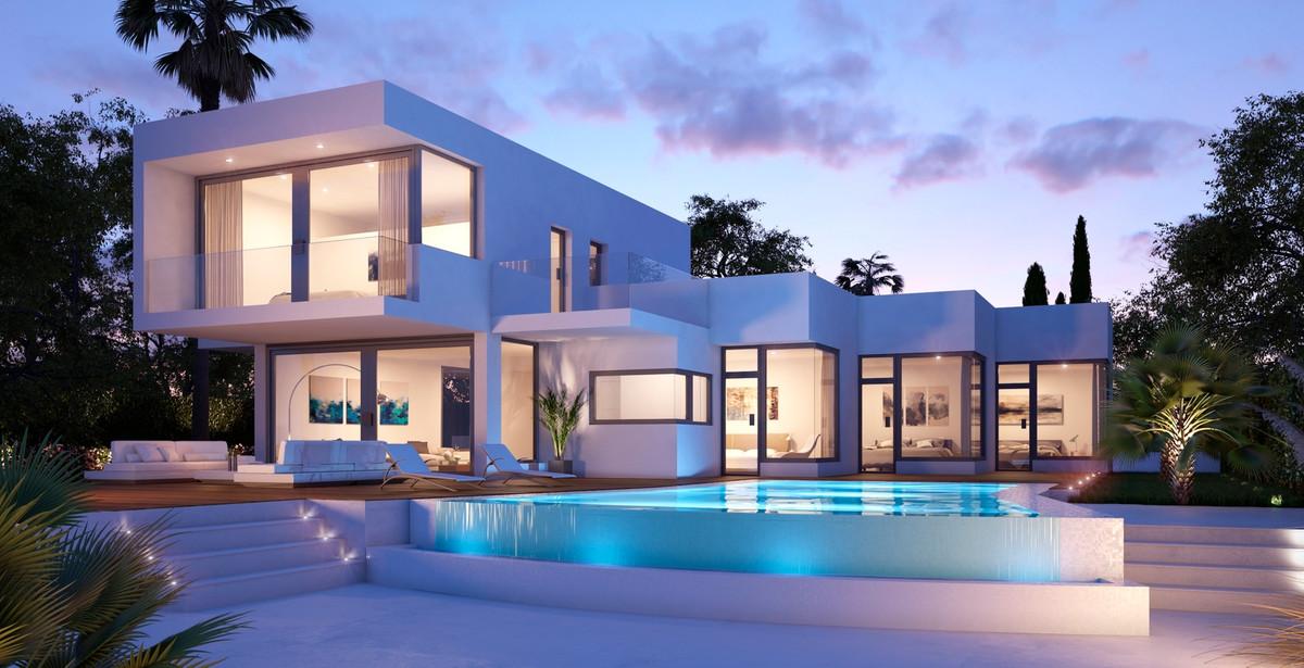 Detached Villa in Estepona R3236257