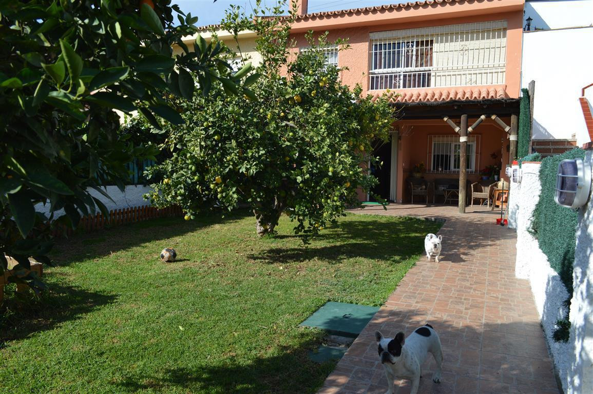 Townhouse in Los Boliches R2940353
