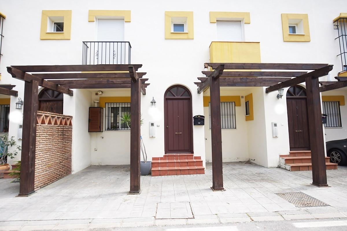 Townhouse in Estepona R373421