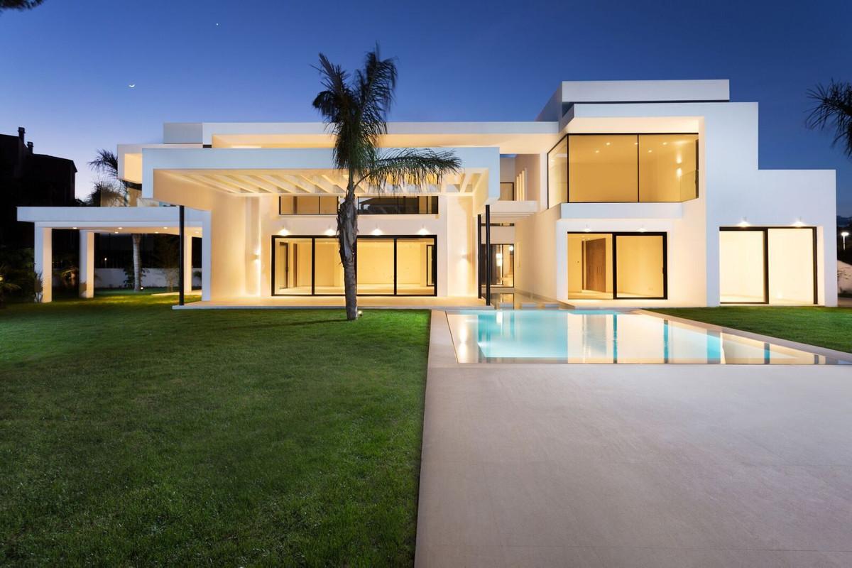 Detached Villa in Guadalmina Baja R2928284