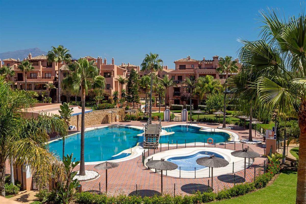 TAKE ADVANTAGE OF! BANK REPLACEMENTS WITH HIGH DISCOUNTS.  Duplex in Hacienda del Sol in the town of, Spain