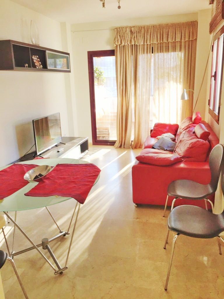 Beautiful bright apartment in Riviera del Sol in an urbanization with swimming pool, beautiful garde, Spain