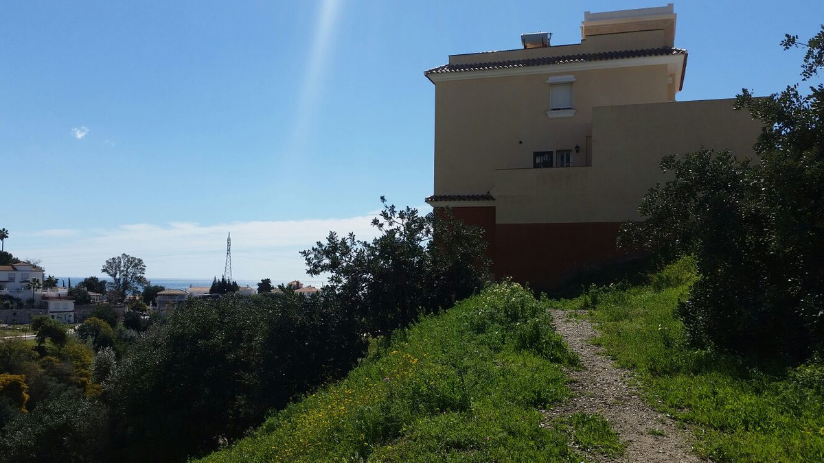 Land located in a residential area of ??Torreblanca (Fuengirola), with a very good location and sea ,Spain