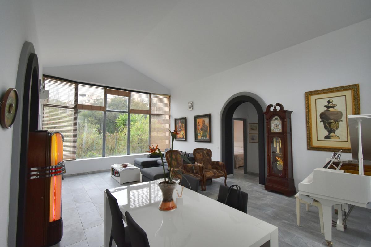 Villa en Venta en Elviria – R3611543