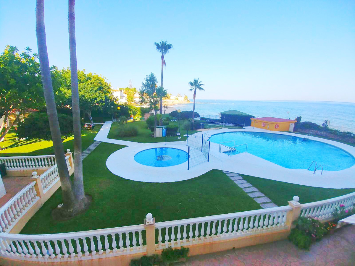 Unique opportunity! Nice studio on the beachfront in Playa de Calahonda, consists of a bedroom area,, Spain