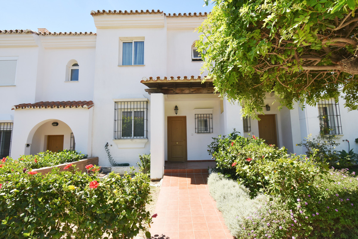 Townhouse in impeccable conditions in the upper part of El Faro.  Of modern construction and of 2007,Spain