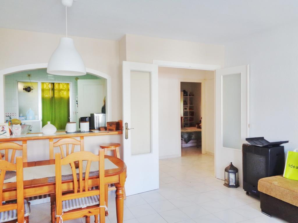 Beautiful furnished apartment located in a quiet area in Calahonda. The apartment consists of 2 larg,Spain