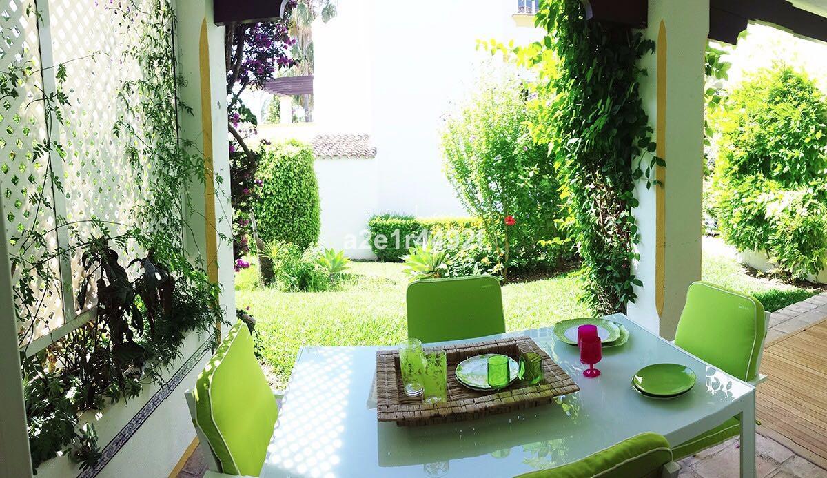 R3240871   Semi-Detached House in Estepona – € 290,000 – 3 beds, 2 baths