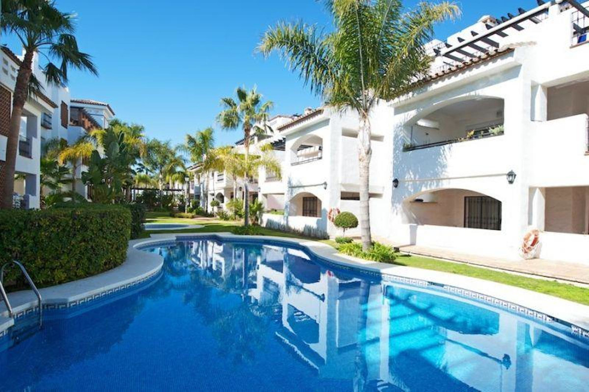 SPACIOUS APARTMENT SITUATED IN LA MESANA, A GATED DEVELOPMENT IN NUEVA ALCANTARA NEARBY THE SEA.  TH, Spain