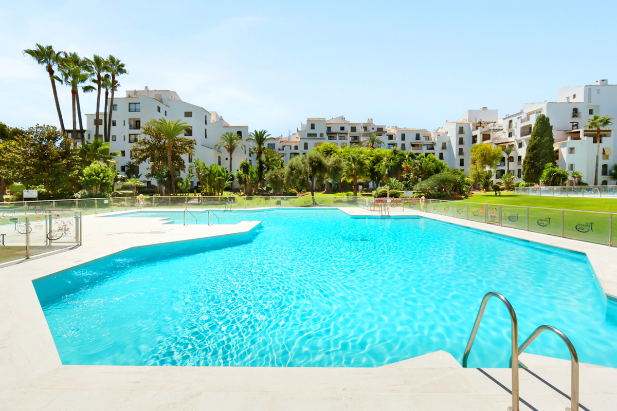 NICE APARTMENT LOCATED IN THE HEART OF PUERTO BANUS IN THE URBANIZATION JARDINES DEL PUERTO. ACCOMMO, Spain