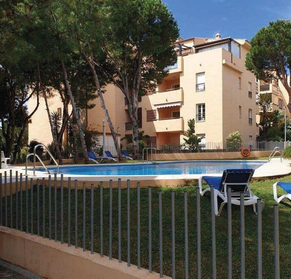 Marbella Banus Apartamento en Venta en Elviria – R3642515