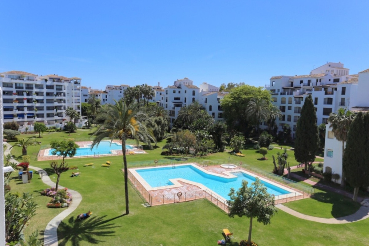 Marbella Banus Apartamento Planta Media en Venta en Puerto Banús – R3737833
