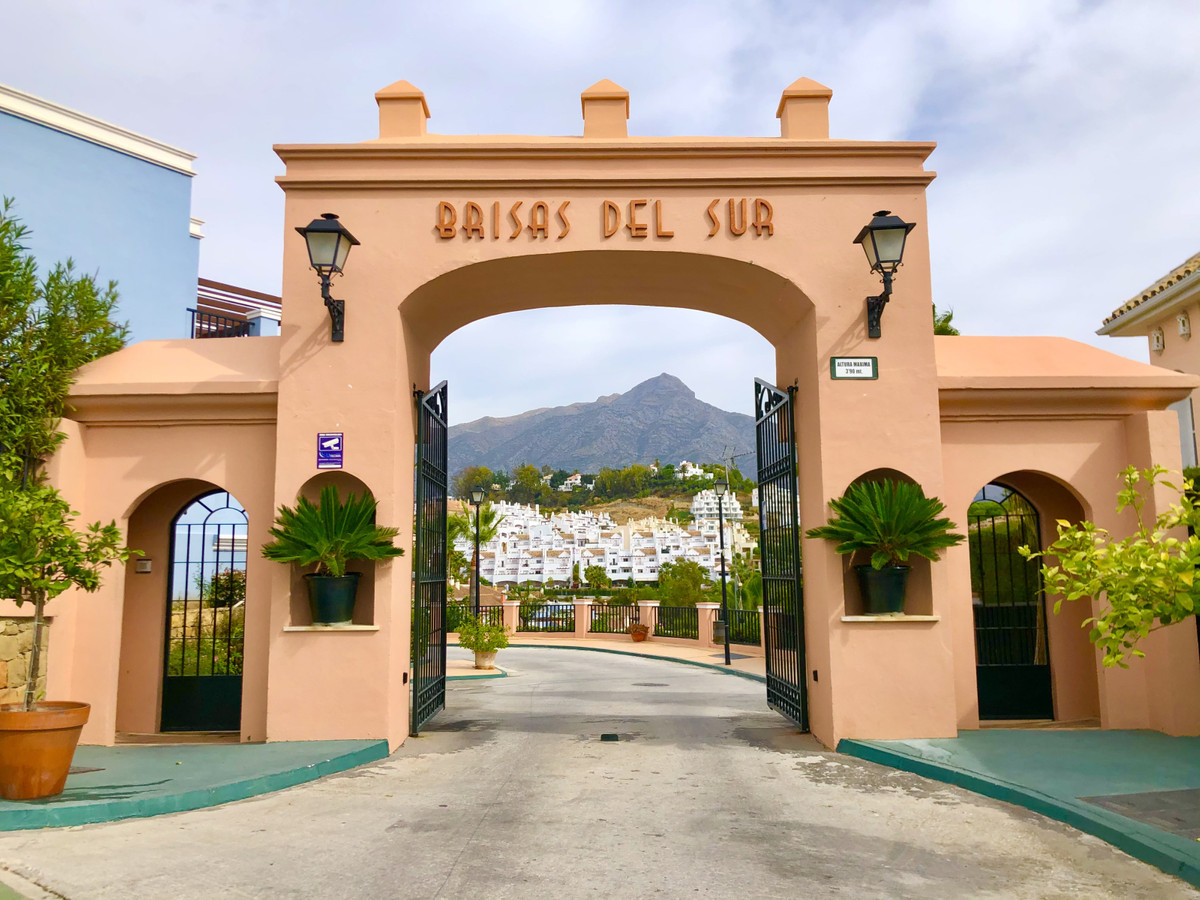 CHARMING TOWNHOUSE SITUATED IN LAS BRISAS DEL SUR URBANISATION, NUEVA ANDALUCIA. ACCOMMODATION: ENTR,Spain
