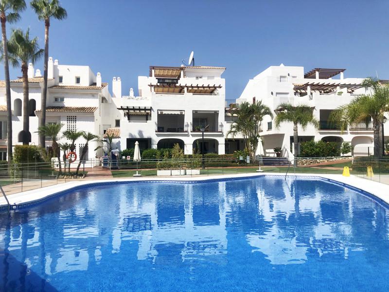 Apartamento Planta Baja en venta, San Pedro de Alcántara – R2743823
