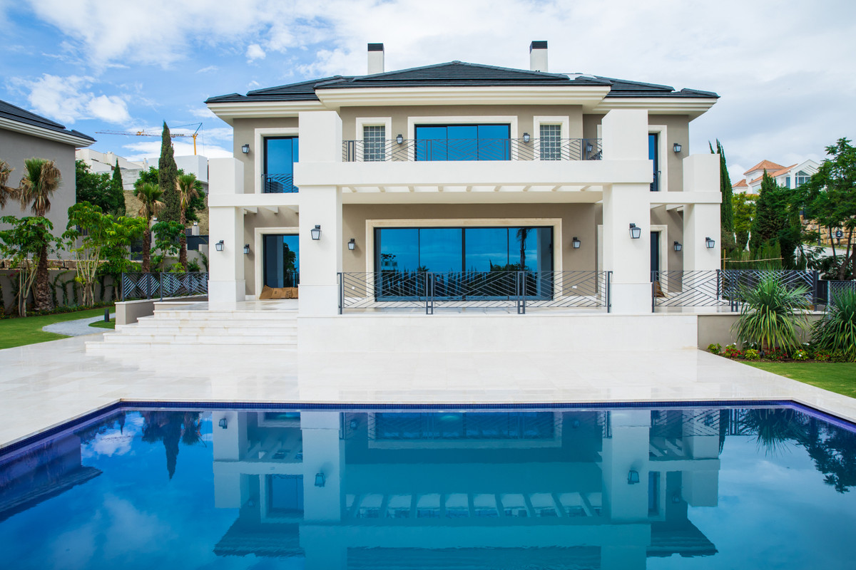 BRAND NEW VILLA FOR SALE LOCATED IN LOS FLAMINGOS, BENAHAVIS. COMBINES MODERN STYLE AND CONFORT WITH,Spain