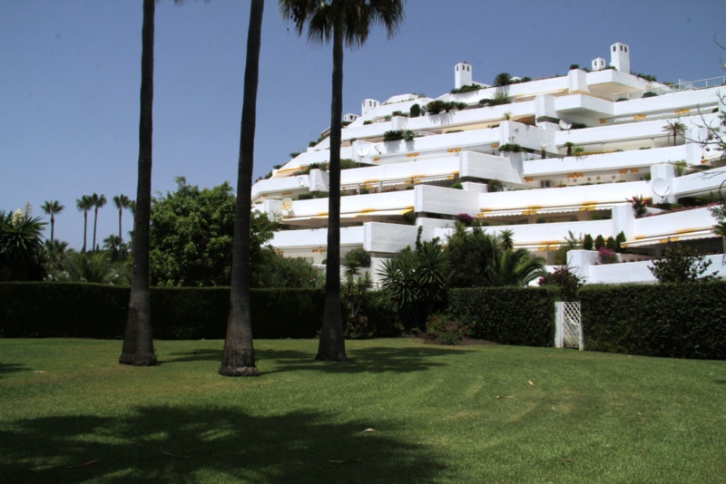 LOVELY GROUND FLOOR APARTMENT NEARBY THE BEACH SITUATED IN GUADALMINA BAJA IN A WELL MAINTAINED GATE,Spain