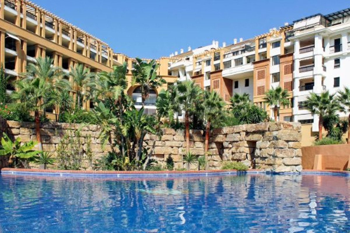 SPACIOUS FAMILY APARTMENT SITUATED IN SAN PEDRO ALCANTARA, NEARBY THE SEA AND CENTER TOWN,  WITHIN A,Spain