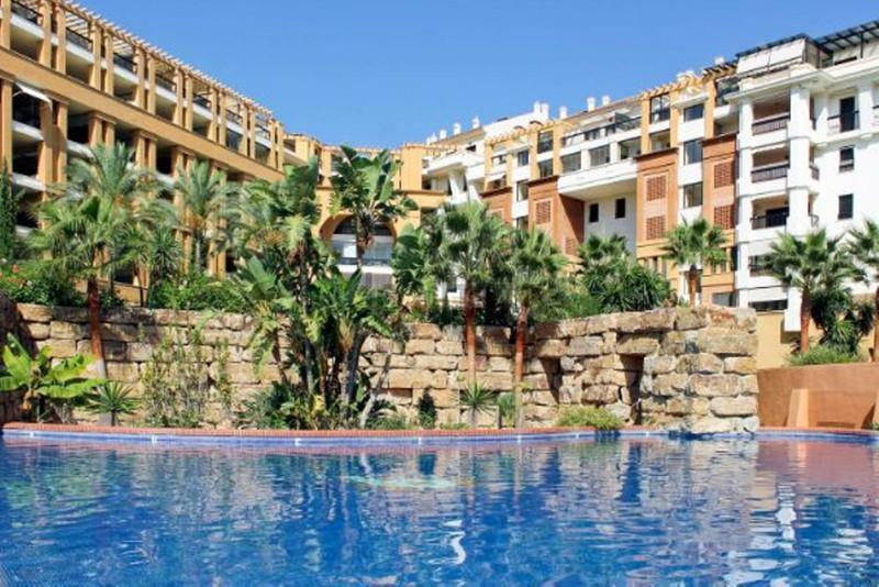 Apartamento Planta Media en venta, San Pedro de Alcántara – R3546697