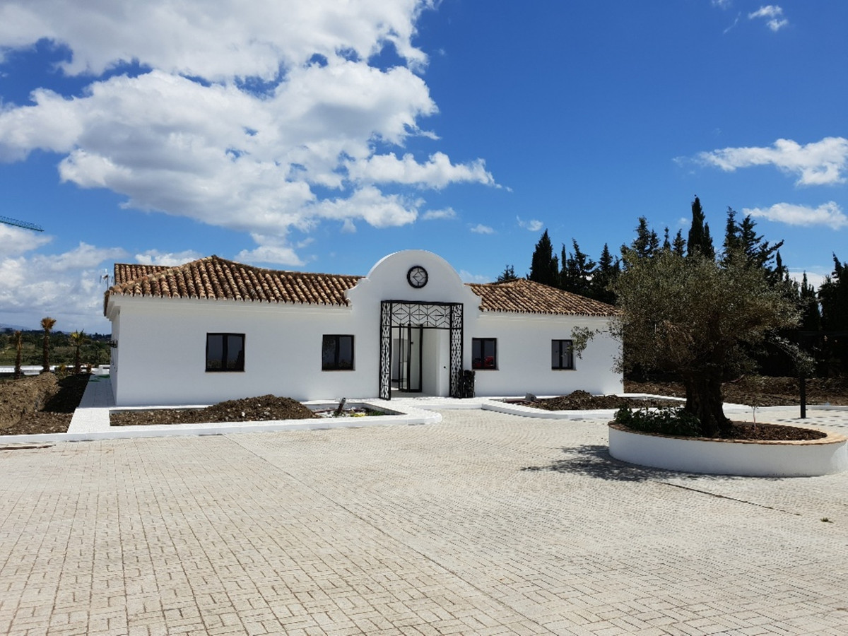 SPECTACULAR NICE NEWLY RENOVATED CORTIJO SITUATED IN CANCELADA, ESTEPONA. BUILT IN 1 FLOOR, ACCOMODA, Spain