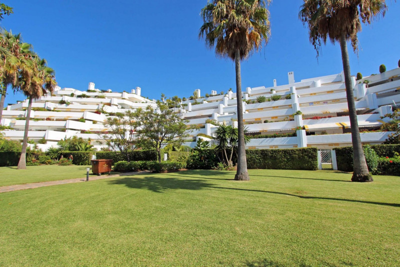 Penthouse for sale in Guadalmina Baja