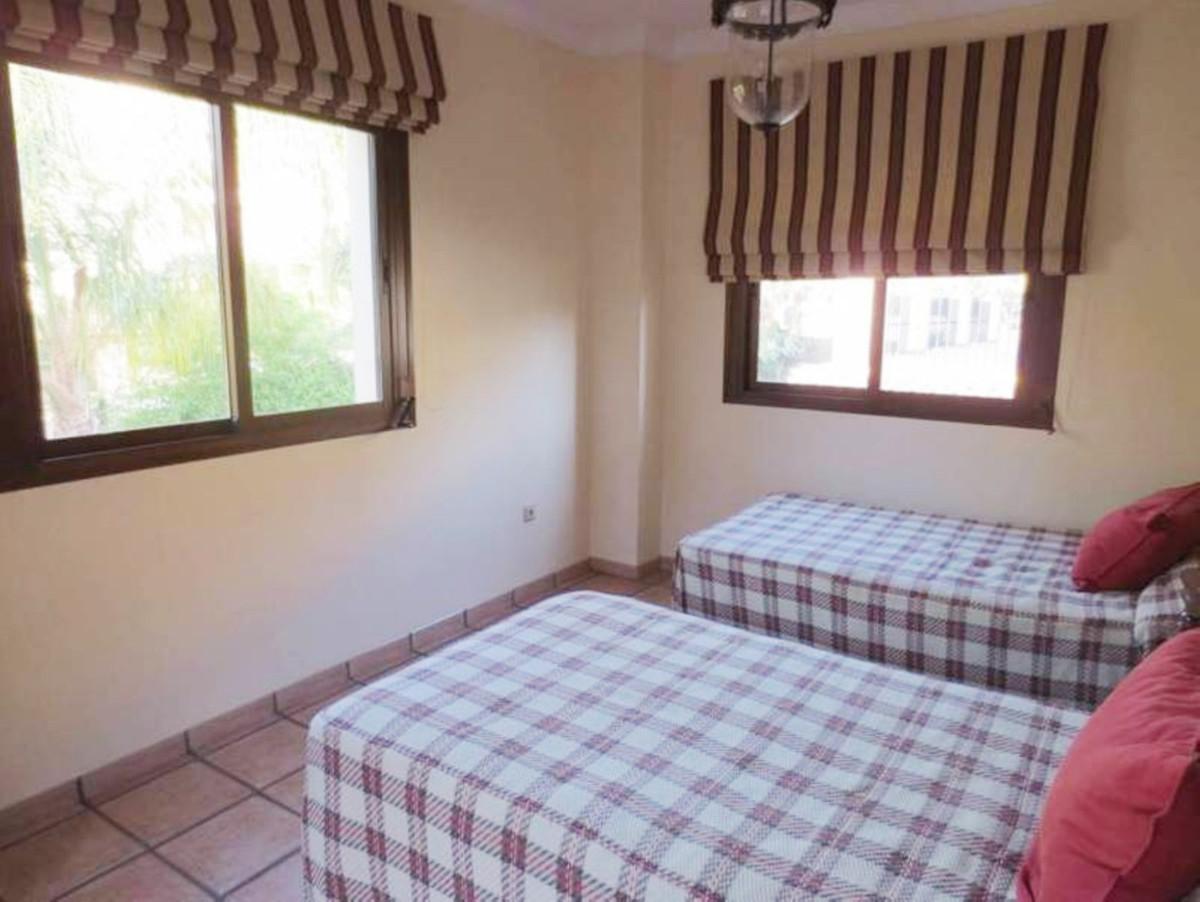 Villa con 6 Dormitorios en Venta Guadalmina Alta