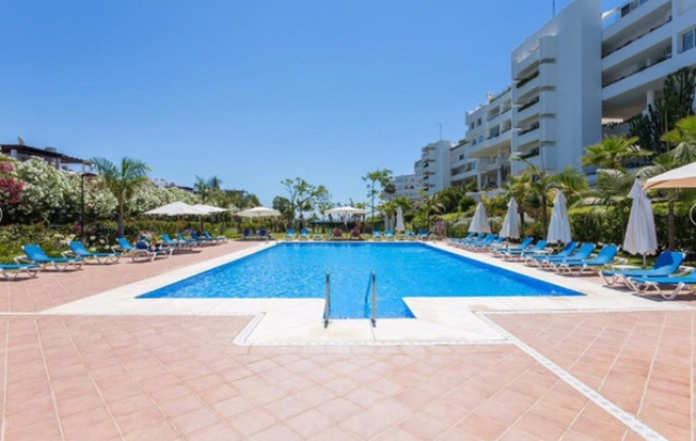 Middle Floor Apartment for sale in Guadalmina Baja