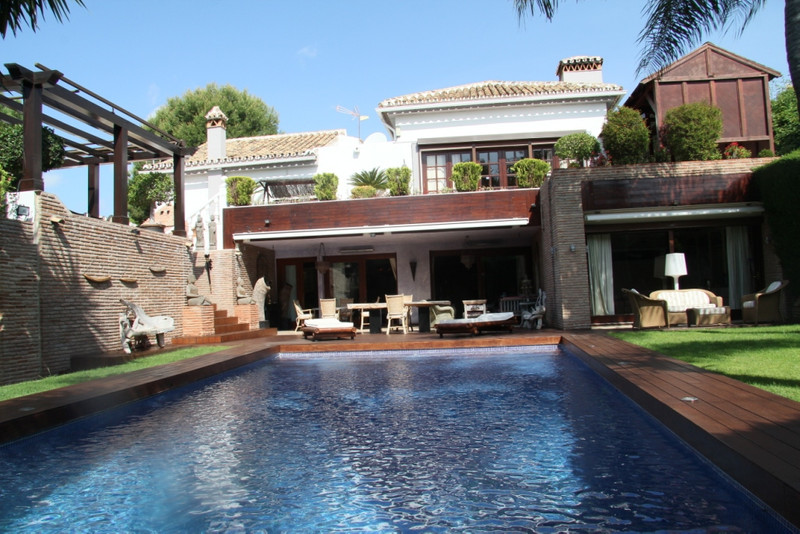 Detached Villa for sale in Las Chapas