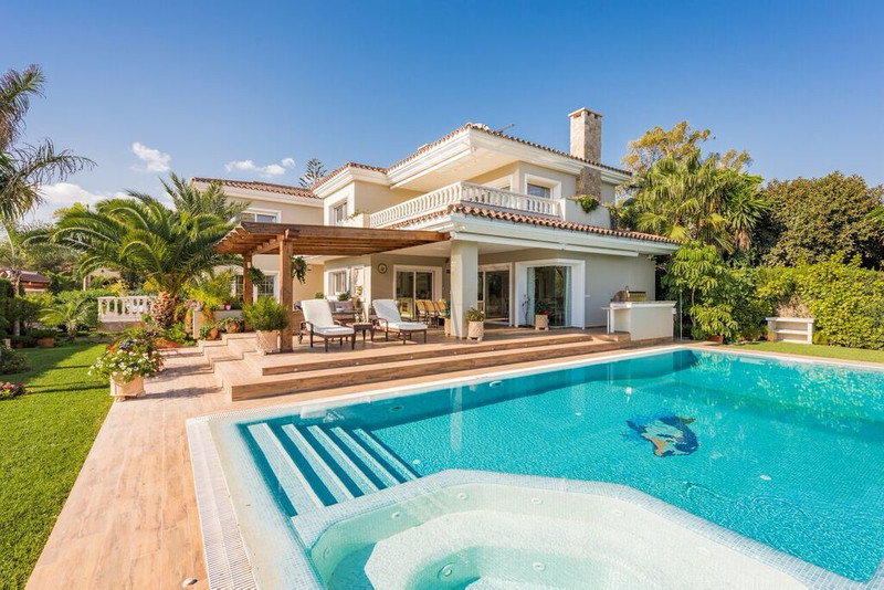 Detached Villa for sale in Marbesa
