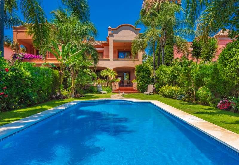 Marbella Banus Villa – Chalet en Venta en Puerto Banús – R3273589