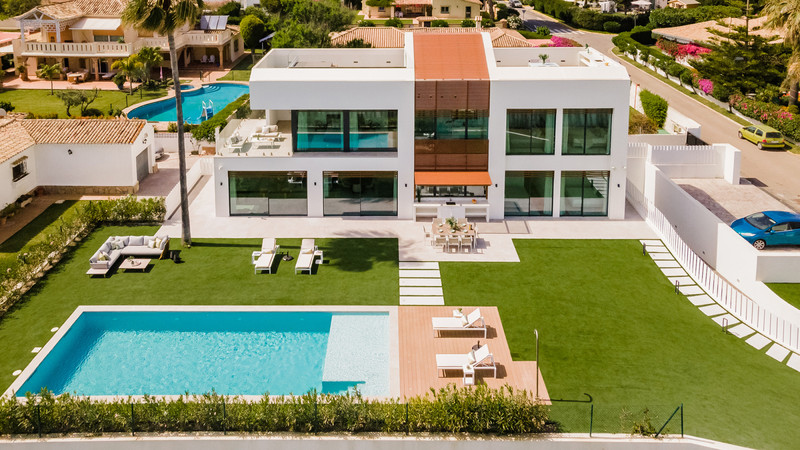 Detached Villa for sale in New Golden Mile