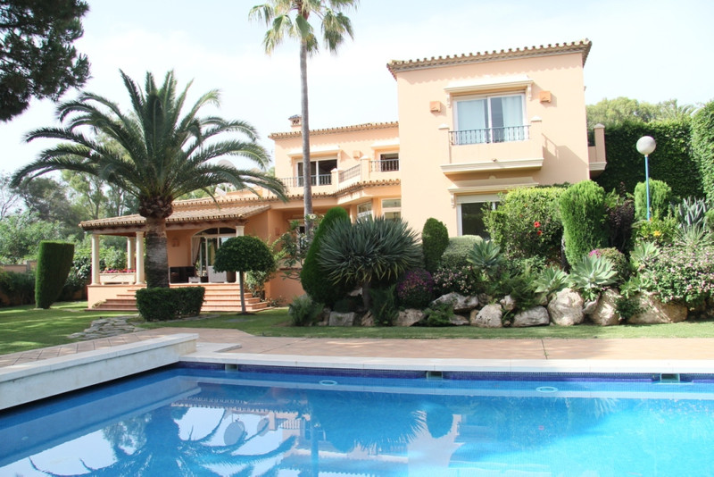 Detached Villa for sale in Elviria