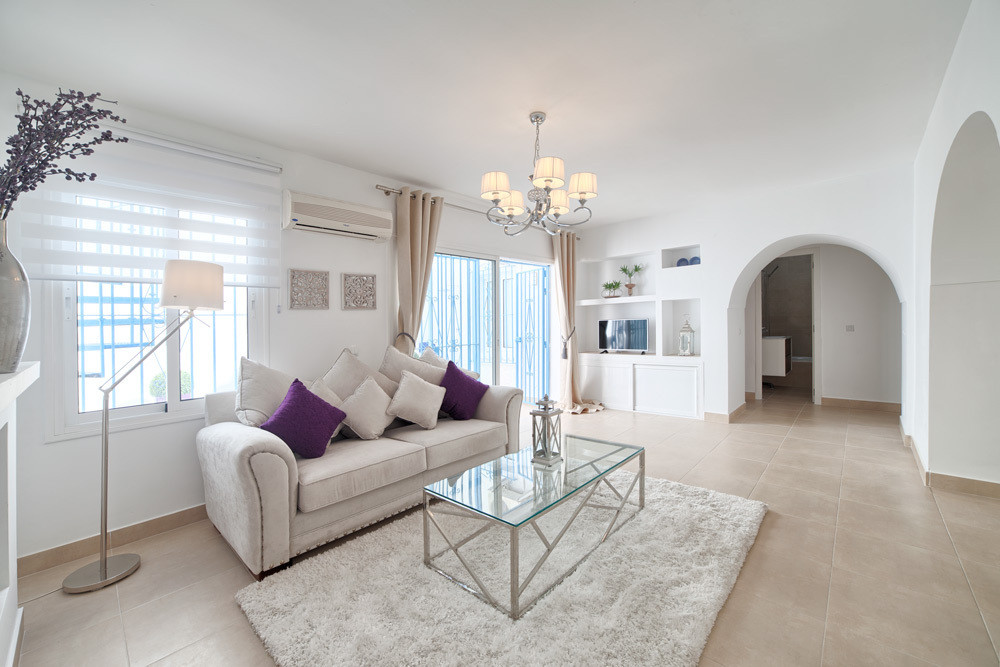 Renovated and redecorated 2 bedroom, 2 bathroom stylish Beach Townhouse located in the urbanization ,Spain