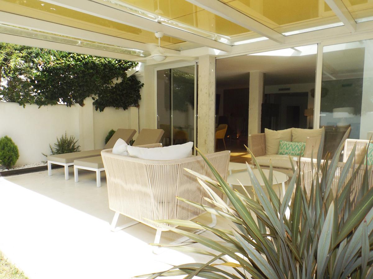 Marbella Banus Adosada en Venta en Puerto Banús – R3680228