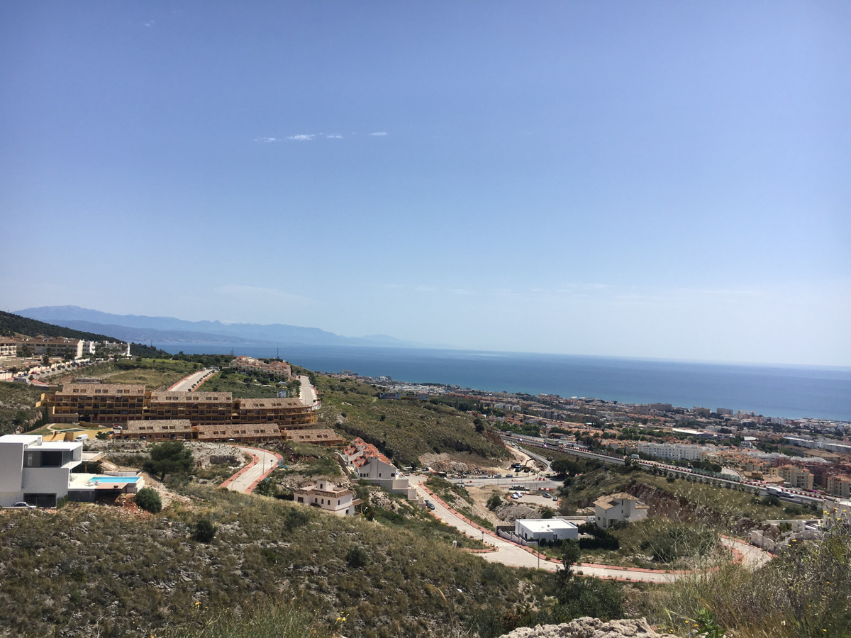 We offer for sale this generous plot in the upper part of the Santangelo area of Benalmadena / Arroy, Spain