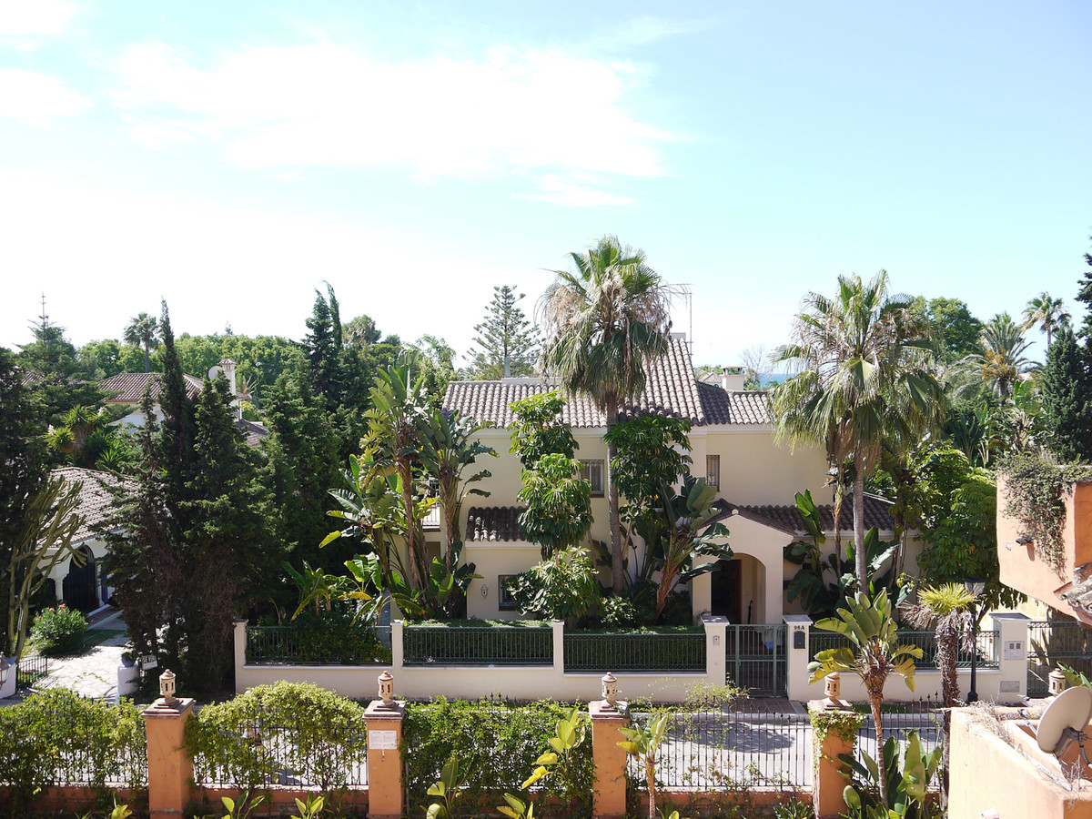 A stylish and well presented apartment in the sought after beach side complex of Paraiso Beach, Canc,Spain