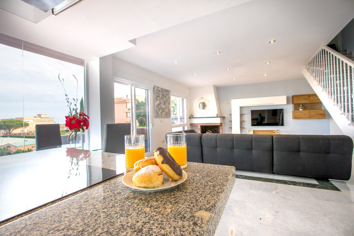 A stunning, modern and bright townhouse in La Mairena.  Located close to various amenities including, Spain