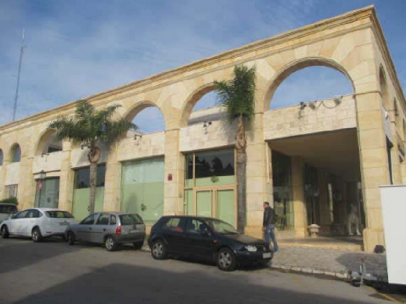 A prestigious and boutique home furnishings business located in the commercial center of Puerto Banu, Spain