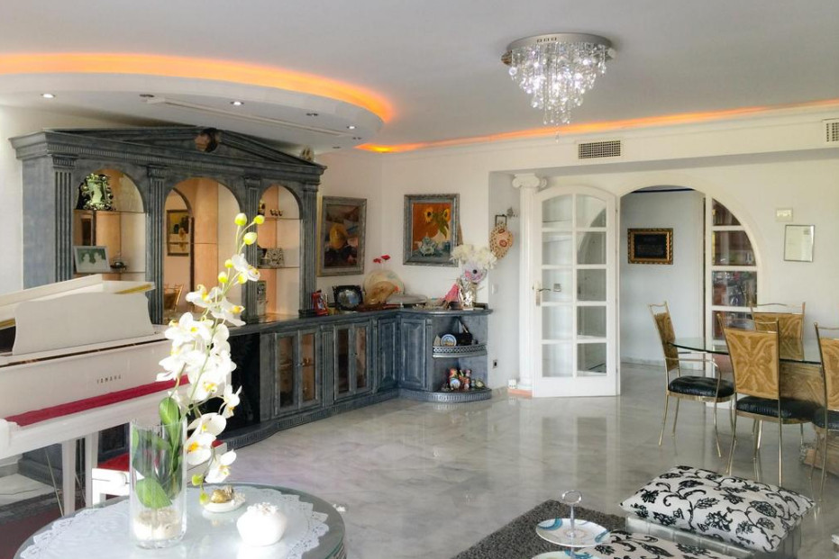 We offer for sale this stylishly renovated apartment in Torre Real.  Located just a few minutes from,Spain