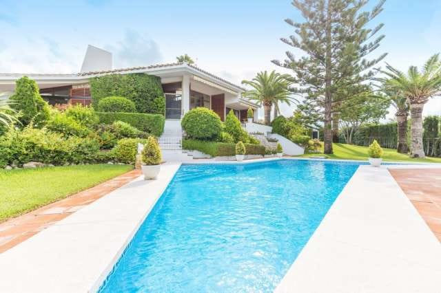 A fantastic opportunity to purchase a detached villa in a sought after location close to Marbella.  ,Spain