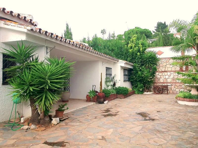 Detached Villa Sierrezuela