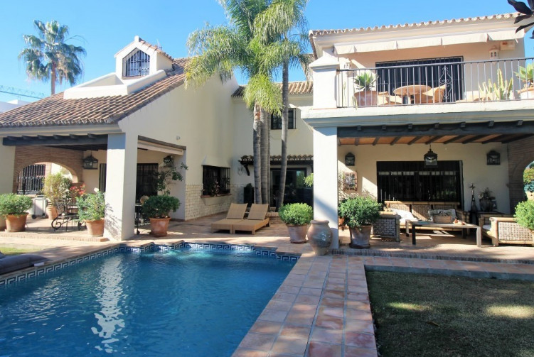 We offer for sale this large detached villa in Nueva Andalucia.  Located close to the Los Naranjos g, Spain