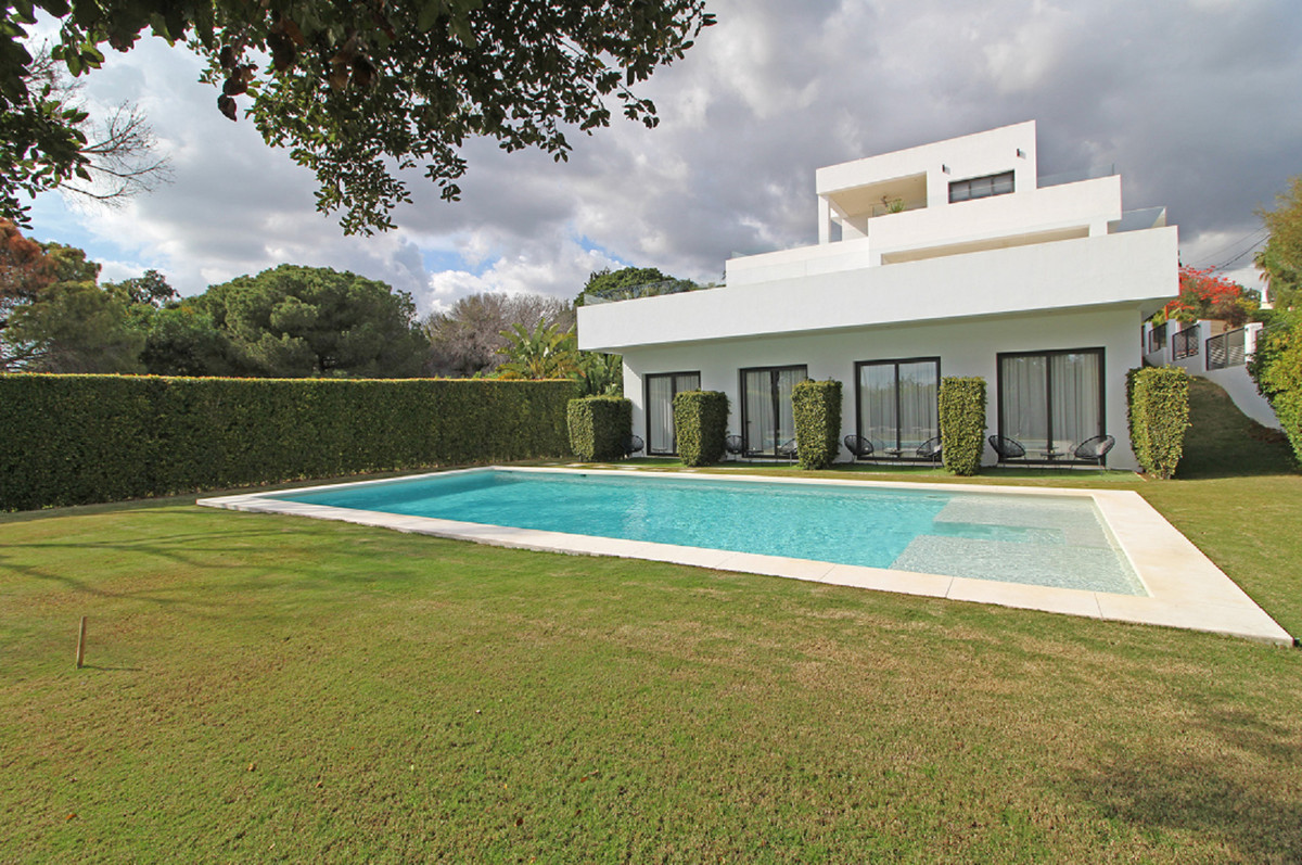 We proudly offer for sale this spacious and contemporary detached villa/bed and breakfast in Elviria, Spain