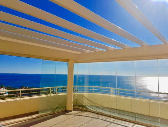 We offer for sale this stunning penthouse close to La Cala.  Located in a highly sought after comple, Spain