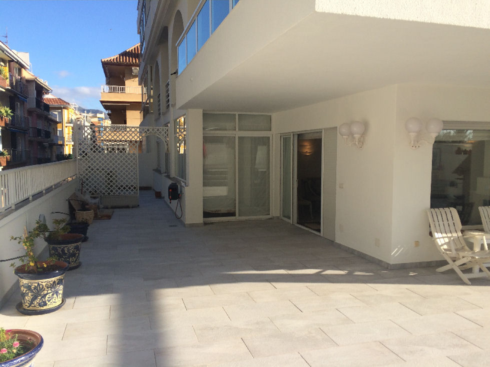 A fantastic opportunity to purchase a seafront apartment in the heart of Fuengirola, right next to t,Spain