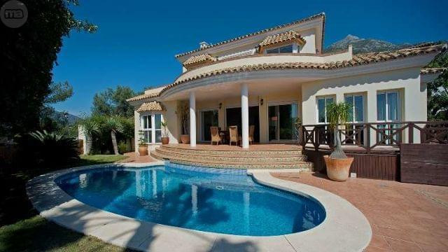 Detached Villa for sale in Istán